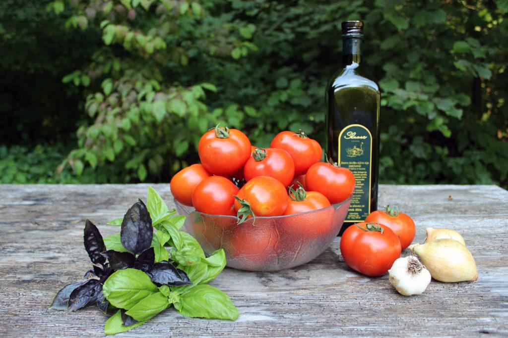 tomato basil onion garlic sauce caned homemade recipe
