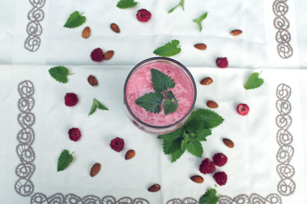 raspberry banana mint smoothie