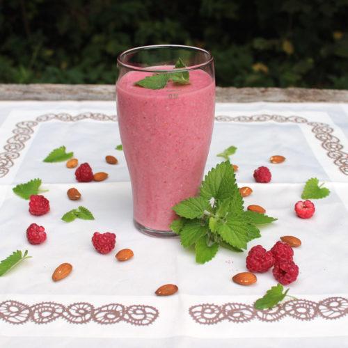 raspberry mint banana smoothie