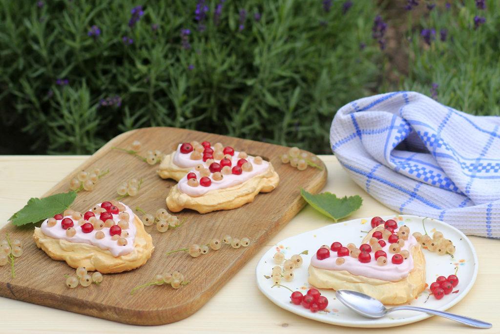 pavlova cake egg whites recipe currant gluten free